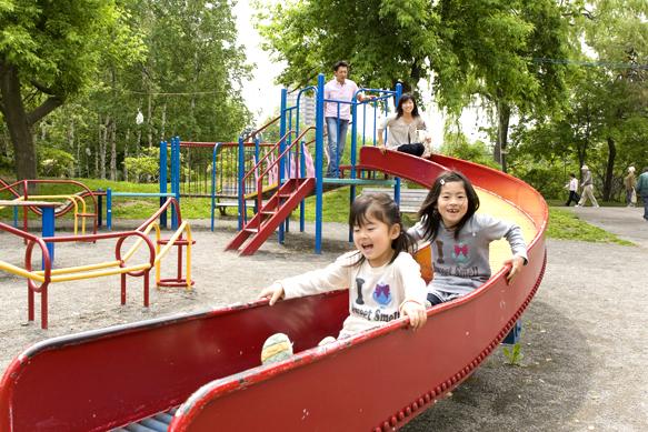 公園遊具 家族イメージ